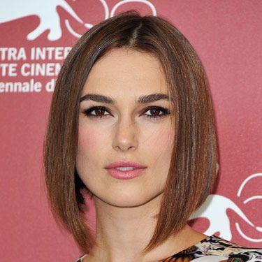 There are a lot of things that make Keira Knightley's look awesome—from the sleek bobbed haircut, to the pop of pink blush to the gorge eyeliner. But it's her lashes that really set the tone. They make us want to break out the falsies! 