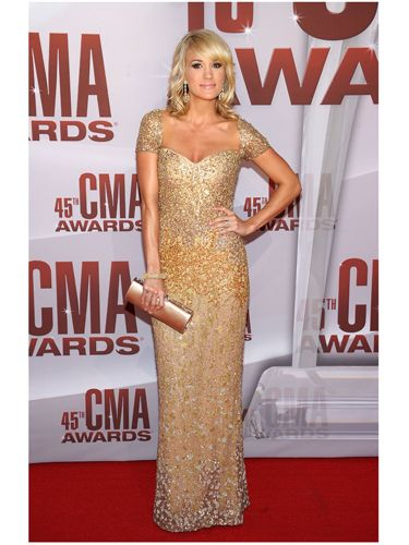 When you're handing out golden statues (Carrie hosted the CMA Awards), you may as well dress like one. She looked seriously gorgeous.
