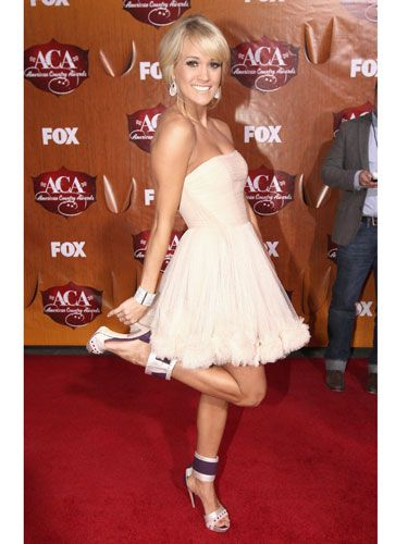 Also at the ACAs, Carrie opted for a flirty, strapless style.