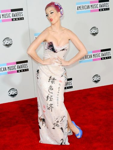 Katy hammed it up on the red carpet in a Vivienne Westwood dress and bright pink hair.