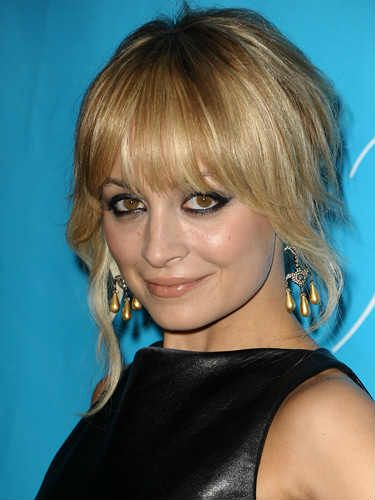 Growing Out Bangs Hairstyles How To Grow Out Bangs