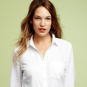 Or try a fitted Oxford shirt tucked in. This is a proper yet casual look that won't leave you shapeless.<br /><br />