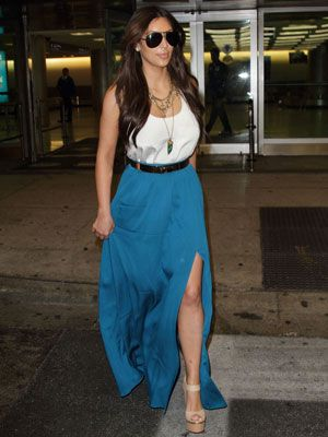 Kim Kardashian recently stepped out in this gorgeous bright blue maxi—the overall look was laid back and chic. How did she pull it off? A hint of leg doesn't hurt, but the right top is crucial. You can recreate Kim's stylish maxi style by following a few simple rules.