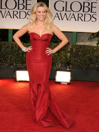 Reese wore a super-sultry strapless dress by Zac Posen.