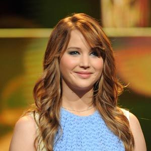Touch-me hair, gorgeous skin, pink lips...guys can't get enough of the all-natural look. Score the style with these easy beauty moves.<br /><br /><i>The Hunger Games</i> is a huge hit, and we keep seeing pics of its star, Jennifer Lawrence, popping up lately. With her bright skin and flowy hair, she's the ultimate in girl-next-door sexy, which, coincidentally, guys are obsessed with. Copy Jennifer's all-American glow with these tricks.