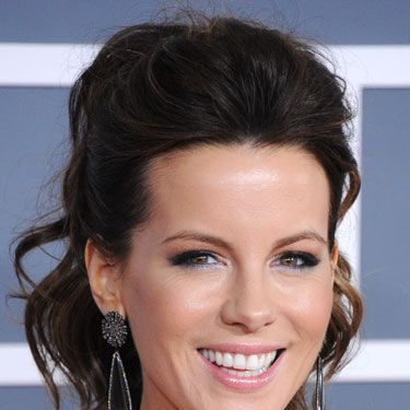 Kate Beckinsale's slightly rumpled hair is perfect for the bedroom.