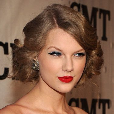 The sweet Southern crooner always looks amazing when she flaunts her natural wavy texture. All that blond hair could be a lot to pull off, especially with such a slight frame, but Taylor works it. This pulled-back look she rocked on a November red carpet is a total winner&#x3B; sleek and sophisticated, but with lots of body.