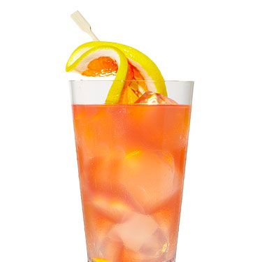<i>1½ oz. Absolut Berri Açaí<br />2 oz. grapefruit juice<br />2 oz. pomegranate juice<br />Garnish: grapefruit slice<br /><br /></i>Fill a tall glass with ice. Pour all ingredients into the glass, stir, and garnish with slice of grapefruit.<br /><br /><i>Source: Mixologists Chris Patino and Jamie Gordon</i>