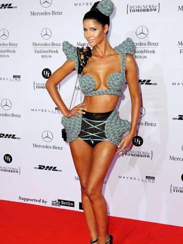 Human, Shoulder, Human leg, Waist, Style, Fashion model, Thigh, Fashion, Muscle, Trunk,