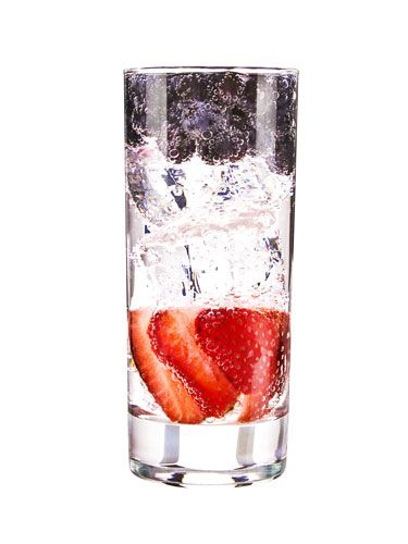 <i>1½ oz. VeeV Açaí Spirit<br />