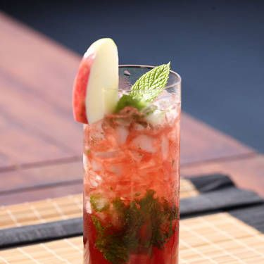 "<i>10 mint leaves<br />4 oz. Croft Pink Port<br />1 oz. apple juice<br />Garnish: mint sprig</i><br /><br /> Muddle mint leaves and apple juice in a cocktail shake. Add wine and ice. Shake and strain into a glass. Garnish with a mint sprig.<br /><br /><i>Source: <a href=""http://www.kobrandwineandspirits.com/"" target=""_blank"">Kobrand</a></i>"