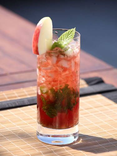 <i>10 mint leaves<br /> 4 oz. Croft Pink Port<br />