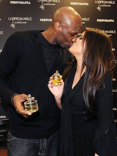 Sure, they're lip-to-lip, but by keeping her hand on her thigh, Khloe Kardashian shows that she's more focused on herself than hubby Lamar Odom.