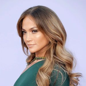 <p>Latin babes do best in this season's rich, multidimensional shades (and let's face it: That platinum look is just not cute). With deeper skin tones, it's all about contrast. Sheri Román, the artist behind model Marisa Miller's beachy locks, breaks it down.</p>