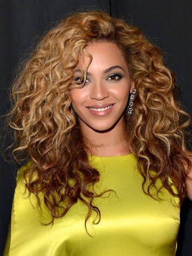 Hair, Nose, Smile, Hairstyle, Yellow, Eye, Chin, Forehead, Ringlet, Eyebrow,