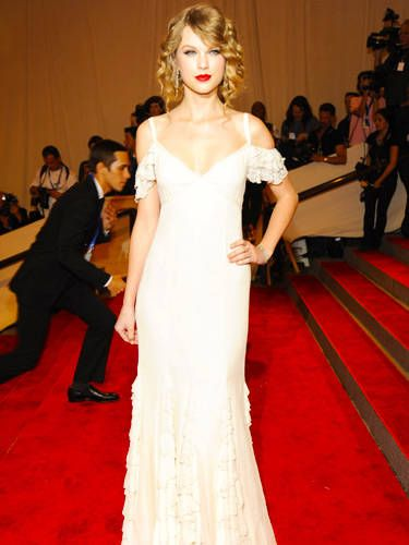 The high fashion world has taken a huge interest in Taylor over the past few years. Here she donned a simple, yet gorgeous, off-the-shoulder number at the Met Ball. And of course she brought along her favorite accessory: a red lip.