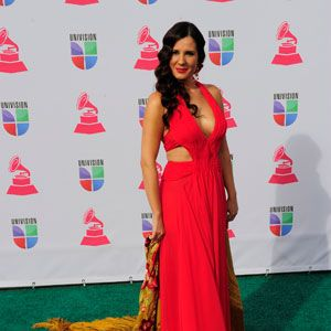 <p>Latinas OWN the color red, but sometimes it can get a little over done (who doesn't rock this color these days?). Diana Navarro did the right thing by adding a chic, gold patterned shawl to the mix.</p>