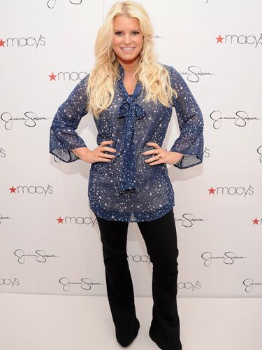 "<a href=""http://www.cosmopolitan.com/celebrity/news/jessica-simpson-smoothie-diet"" target=""_blank"">According to a report</a>, Jessica Simpson tried a smoothie-based crash diet to shed lbs after the birth of her daughter, Maxwell. Jessica allegedly downed three smoothies a day (with two healthy snacks) for five days; two smoothies a day (along with two healthy snacks and one meal) for five days, then one smoothie a day (with two snacks and two meals) for five days. We love smoothies and all, but..."