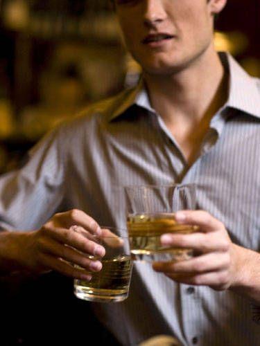 Alcohol, Drink, Alcoholic beverage, Barware, Hand, Dress shirt, Beer, Tableware, Cap, Distilled beverage,