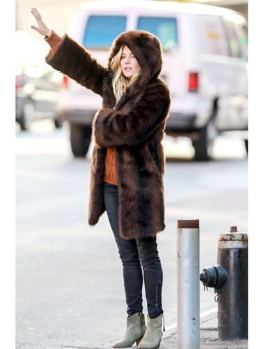 The always put-together Brit knows how to fashionably warm while hailing a cab in NYC. We die for that coat.