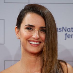"<p>Think sexy Española Penelope Cruz. If your skin is on the lighter side like hers, go for soft tones of peach and pink. We love <a href=""http://shop.nordstrom.com/s/bobbi-brown-blush/2979168?cm_cat=datafeed&cm_ite=bobbi_brown_blush:225472&cm_pla=makeup:women:cheek&cm_ven=Google_Product_Ads&mr:ad=20667942713&mr:adType=pla&mr:filter=26507093153&mr:keyword=&mr:match=&mr:referralID=NA&mr:trackingCode=EF276E69-1968-DF11-9DA0-002219319097&origin=pla"" target=""_blank"">Bobbi Brown Blush in Nectar</a>. <br /><br /></p>"