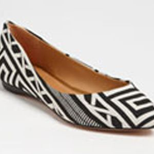 <p>The black and white trends are already rolling in this year and we are so excited to see what's to come. This geometric shoe offers a new take on traditional black and white, pair with colored jeans to add a really cool contrast.</p>