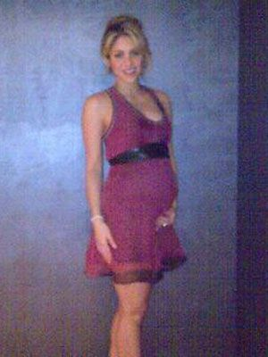 <p><em>La loba</em> tweeted her first baby pump photo. Even prego, she looks amazing!</p>