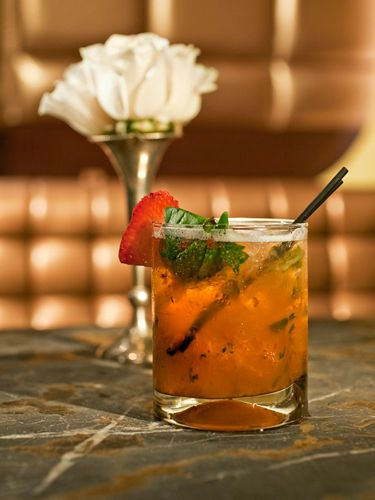 <i>1½ oz. citron vodka<br />