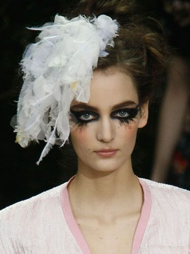 Way-overboard liner and feathered faux lashes were all over Spring 2013 runways. It was supposed to be chic, but it kind of looks demonic to us. What say you?