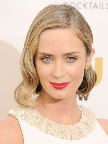 The actress rocked the awards show circuit in naughty '30s debutante waves, strawberry-stained lips and the prettiest complexion on Earth. And don't you love the saucy simplicity of that sleek, gold bobby pin?