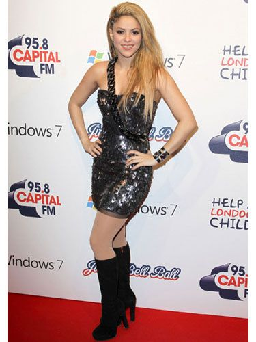When Shakira went for an english album she stepped up her red carpet presence. This look is rocker Shak meeting sexy red carpet Shak and we love it! The hair is perfect and we're liking the braided shoulder. The mix of black and blonde is so sexy you can't look away!