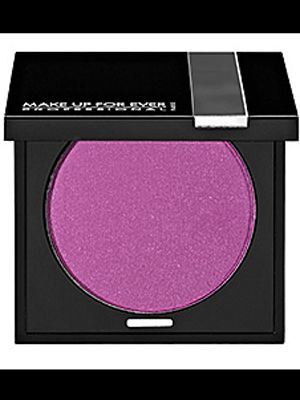 "<p>Your cheeks are one place you can hold off on team pride if you aren't feeling it but you may be presently surprised at how great these blushes can make you look.</p> <p> </p> <p>Try showing off that niner's red with a matte red blush like Make Up For Ever's <a title=""Scarlet 99"" href=""http://www.sephora.com/powder-blush-P12634?skuId=774208"" target=""_blank"">Scarlet 99</a>. It will stay all day, but don't put too much or you'll look like a muñeca.</p> <p>If you want to havea  little fun with your makeup try a purple blush. It actually looks really great, but you have to be sure to get the right shade for your skin tone. Try Milani's <a title=""Purple blush"" href=""http://www.milanicosmetics.com/p-93-baked-blush.aspx#!prettyPhoto%5Bgallery1%5D/6"" target=""_blank"">Fantastico Mauve</a> shade or this <a title=""Make Up Purple Blush"" href=""http://www.sephora.com/powder-blush-P12634?skuId=1057785"" target=""_blank"">Lilac</a> by Make up For Ever. </p>"