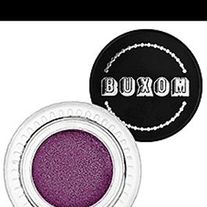 """<p>When it comes to your eyes this Sunday definitely go bold!</p><p> </p><p>If you're going for San Francisco try doing a mix of <a title=""""Gold eyeshadow"""" href=""""http://www.sephora.com/outrageous-prisma-chrome-metallic-eyeshadow-P377193?skuId=1437813"""" target=""""_blank"""">gold</a> and <a title=""""Red eyeshadow"""" href=""""http://www.sephora.com/eyeshadow-P12633?skuId=1086305"""" target=""""_blank"""">red</a> shadow. With the gold shadow cover your eyelid and the inner corner of your eye. Then take the red and blend from mid-lid to outer corner. Blend to add a smokey effect and pump it up with mascara!</p><p>The Raven's have such a beautiful purple we recommend letting that be the center of attention on your eyes. Try a bold color like <a title=""""Purple Eyeshadow"""" href=""""http://www.sephora.com/buxom-stay-there-eye-shadow-P267305?skuId=1280270"""" target=""""_blank"""">Vivid Violet Plum</a> from Buxom and go for a gradual all purple blended shadow on your lid. Be sure to line your lower lashes with purple too!</p>"""