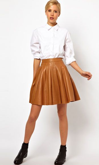Clothing, Leg, Brown, Dress shirt, Collar, Sleeve, Human leg, Shoulder, Textile, Joint,