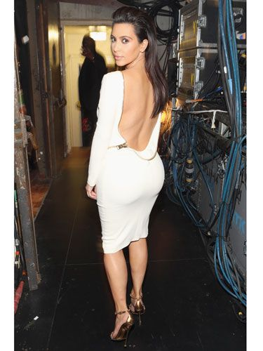 Kim Kardashian does the backward or over-the-shoulder glance to show off her seductive side. Want to try it? Wear something that shows off your  assets, like a sexy low-cut back or bottoms that hug your butt.