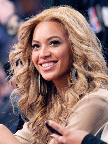 Back in '07, Queen Bey added drama to her over-the-top diva curls with two-toned, mahogany/bronze color.