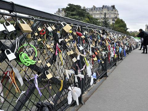 Blake Lively and Ryan Reynolds recently took a romantic stroll over this pedestrian bridge in Paris where lovers scrawl their initials on padlocks, affix them to the bridge, and throw the key into the Seine River. C'est magnifique...