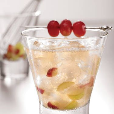 <i>2 oz. SKYY Vodka<br />