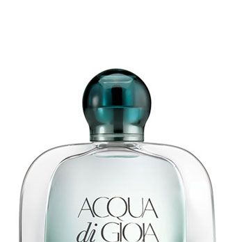 <p>Blended with Italian limone, brown sugar, and mint, this irresistible scent leaves your strands smelling as fresh and clean as a Mojito in July. First-date-essential.</p>