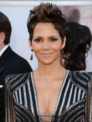 """<p>Halle Berry aced her red carpet look with a soft smokey eye, pinch-me pink cheeks and nude lips. Kara Yoshimoto Bua, the CHANEL Celebrity Makeup Artist who created Halle's look, breaks down how to get it: Start by moisturizing skin with <a href=""""http://www.google.com/url?q=http://www.chanel.com/en_US/fragrance-beauty/Skincare-Moisturizers-SUBLIMAGE--119596&sa=U&ei=g78rUYzqOYji0QHd34CIBw&ved=0CDMQFjAA&sig2=ooF89dx7I3T0kEjR8ToPqQ&usg=AFQjCNEWYtBGgTB1bCK7M0l3A5I5NdfkGw"""" target=""""_blank"""">CHANEL Sublimage La Creme Texture Supreme</a>, and apply <a href=""""http://www.walmart.com/ip/21129534?wmlspartner=wlpa&adid=22222222227000000000&wl0=&wl1=g&wl2=&wl3=21486607510&wl4=&wl5=pla&veh=sem"""" target=""""_blank"""">REVLON PhotoReady Perfecting Primer.</a> Apply <a href=""""http://www.ulta.com/ulta/browse/productDetail.jsp?skuId=2246985&productId=xlsImpprod4410265&navAction=push&navCount=1&categoryId=cat80022?cmpid=PSGO&CAWELAID=1381239020&catargetid=1542183334&cagpspn=pla"""" target=""""_blank"""">REVLON ColorStay Whipped Crème Mousse Makeup</a> (Halle's wearing Caramel), to even out skin tone. Swipe cheeks with <a href=""""http://www.amazon.com/CHANEL-powder-blush-FRIVOLE-spring/dp/B00APT0ILM"""" target=""""_blank"""">CHANEL Powder Blush in 76 Frivole</a>, to create a soft pink flush. Add <a href=""""http://soniakashuk.com/blog/?tag=chic-luminosity-stick-in-sparkling-sands"""" target=""""_blank"""">Sonia Kashuk Chic Luminosity Highlighter Stick in Sparkling Sands </a>to highlight cheekbones. Prime eyes with <a href=""""http://www.google.com/aclk?sa=l&ai=CZHGqN8ArUbOwFLGh6QGl2IGwBJ6yiasD3pD0v0muxY7OhwEIBRABILZUKANQ-c7k4_n_____AWDJxqmLwKTYD6AB_tis-wPIAQeqBCRP0MqDUfzc2J2VNETECtcA04rFBHjfpu7gf2vwL1wPqVyEdGCABZBOwAUFoAYmgAfqptME4BLLnKzFmbKA5hU&sig=AOD64_31FnNB4uZHTFtBuFhQD2tmrpvqBg&ctype=5&ved=0CCIQww8&adurl=http://ad.doubleclick.net/clk%3B207169236%3B29429970%3Br%3Fhttp://www.ulta.com/ulta/browse/productDetail.jsp%3FskuId%3D2240012%26productId%3DxlsImpprod4040057%26navAction%3Dpush%26navCount%3D1%26categoryId%3Dcat40006%3Fcmpi"""