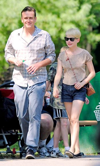 "<p>Jason Segel and Michelle Williams have yet to even comment about their breakup (the news came from those mysterious ""sources""), which a lot classier than spilling the deets via Twitter. No need to give the world a lengthy explanation of what happened when you <a href=""http://www.cosmopolitan.com/celebrity/news/calling-off-wedding"" target=""_blank"">split from a guy</a>—that's your business and your business only.</p>"