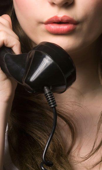 Audio equipment, Lip, Electronic device, Finger, Chin, Technology, Gadget, Nail, Music artist, Beauty,