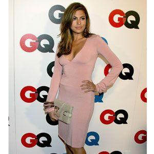 <p>Eva really showed off her amazing body in this skin-tight, long-sleeved dress.</p>