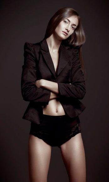 Sleeve, Shoulder, Joint, Human leg, Standing, Fashion model, Thigh, Chest, Waist, Beauty,