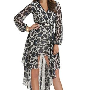 <p>Every woman should have an empire waist dress for those days that you don't think a skin-tight number will do you justice. The empire waist will hide those ugly <em>lonjas</em>.</p>