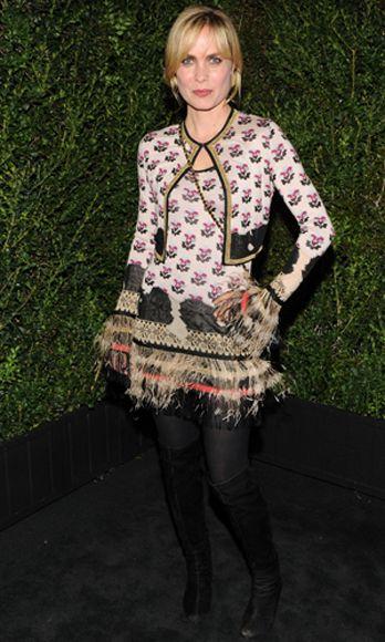 Sleeve, Style, Pattern, Fashion, Street fashion, Tights, Stocking, Bangs, Blond, Lace,