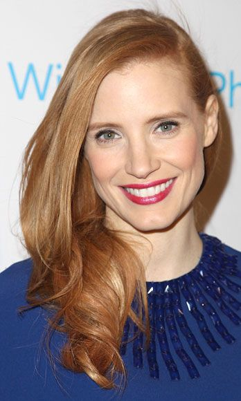 At TheWrap.com's pre-Oscar bash, the redhead dazzled in wind-tousled tresses and a seriously kissable, crimson-berry lip.