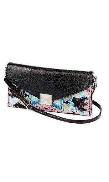 Bag, Rectangle, Shoulder bag, Coin purse, Zipper, Strap, Baggage, Wallet,