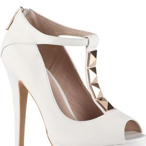 """<p>These white peep toe platforms will add the right amount of spice to any outfits. Rock them with jeans, dresses, skirts or even shorts!</p><p> </p><p>$110, <a href=""""http://www.aldoshoes.com/us/women/shoes/peep-toe-pumps/93749079-losee/70"""" target=""""_blank"""">Aldo</a></p>"""