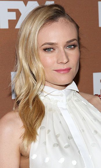 """The German stunner worked her cool, Hitchcockian-blonde magic at the FX Upfronts – she simply pinned her tresses back behind one ear, and sported little more than mascara and a soft pink lipstain. Guys (ahem, Pacey) love a """"natural"""" beauty!"""